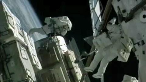 Bowen und Drew absolvieren ersten Weltraumspaziergang