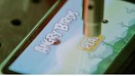 Roboter spielt Angry Birds - Video von Optofidelity