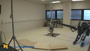 Roboter Mabel bricht sich das Bein
