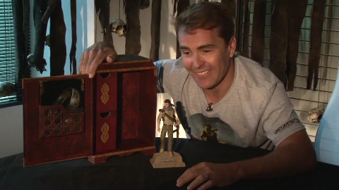 Uncharted 3 - Nolan North zeigt Sammlerbox
