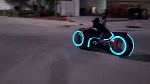 Electric Tron Lightcycle - Probefahrt in den USA