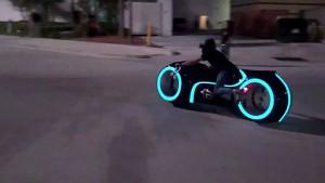 Electric Tron Lightcycle - Probefahrt in den USA