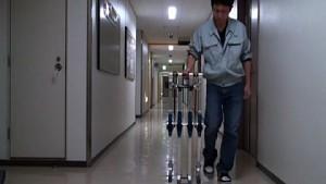 Blue Biped - passiver Laufroboter aus Japan