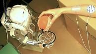 Roboter steuert menschlichen Arm über Elektroden