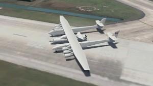 Riesenflugzeug Stratolaunch von Paul Allen