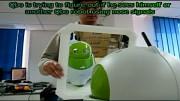Roboter Qbo erkennt anderen Qbo