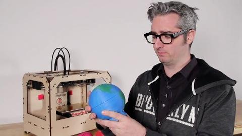 Bre Pettis führt Replicator vor - Herstellervideo Makerbot
