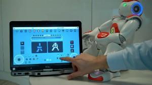 Roboter Nao folgt einem roten Ball