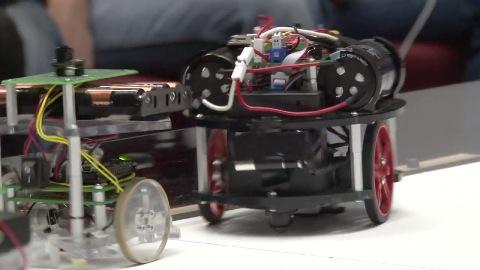 Roboter spielen Hockey