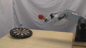 Roboterhand aus einem Ballon kann treffsicher werfen