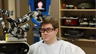 Roboter schneidet Haare