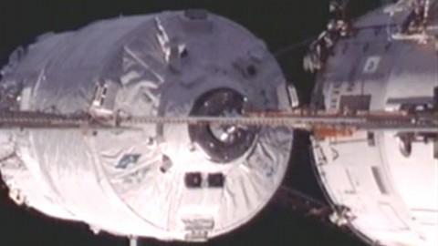 Raumfähre ATV-3 dockt an die ISS an