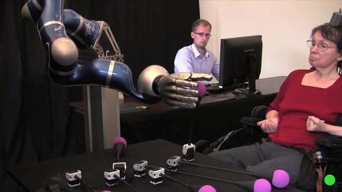Braingate2 - Roboterarm mit Gedankenkraft steuern