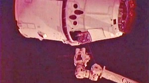 Dragon dockt am 25. Mai 2012 an der ISS an