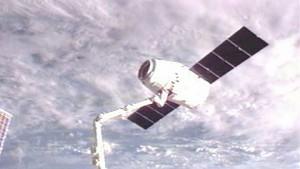Dragon wird am 31. Mai 2012 von der ISS abgedockt