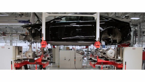 Montage des Model S - Tesla Motors