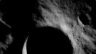 Licht auf dem Krater Shackleton - LRO