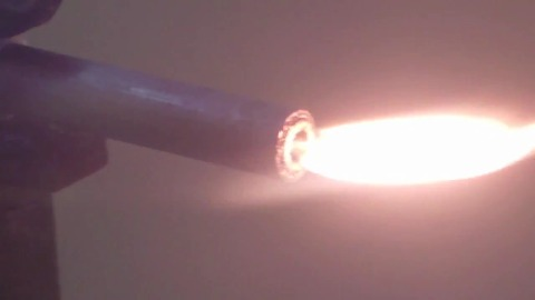 Minidrohne mit dreistufigem Raketentriebwerk